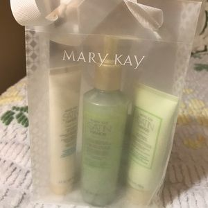 Marykay White tea and citrus satin hands pampering